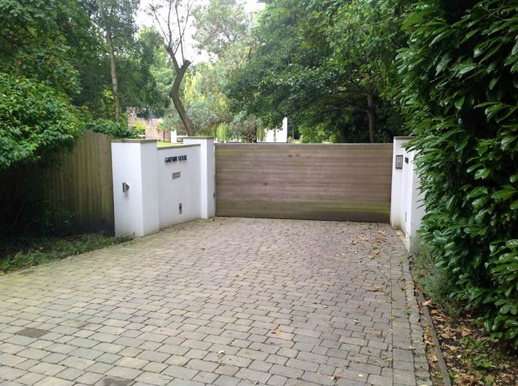 Automated gates for a driveway