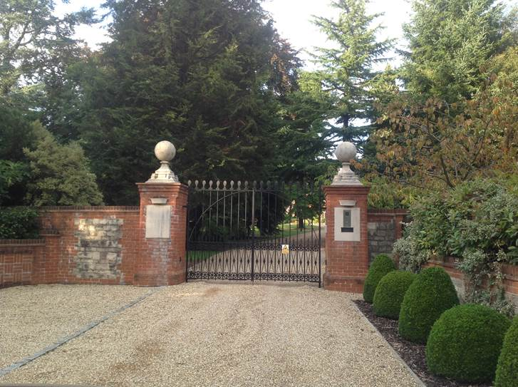 Automated gates in Oxfordshire estate